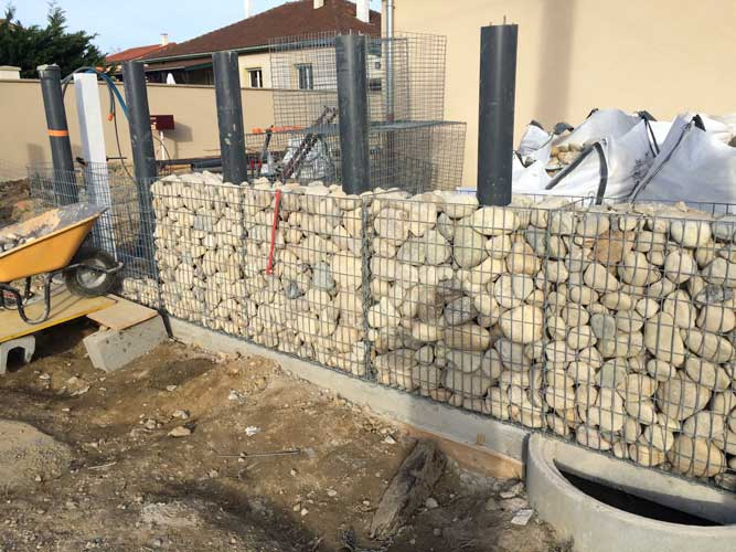 cr ation d un mur en gabion saint marcel en dombes. Black Bedroom Furniture Sets. Home Design Ideas